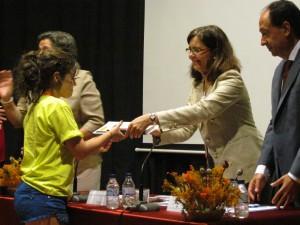 Entrega de diplomas y obsequios a los participantes del campus