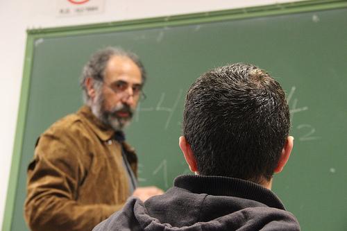 Profesor explicando