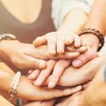Muchas manos unidas